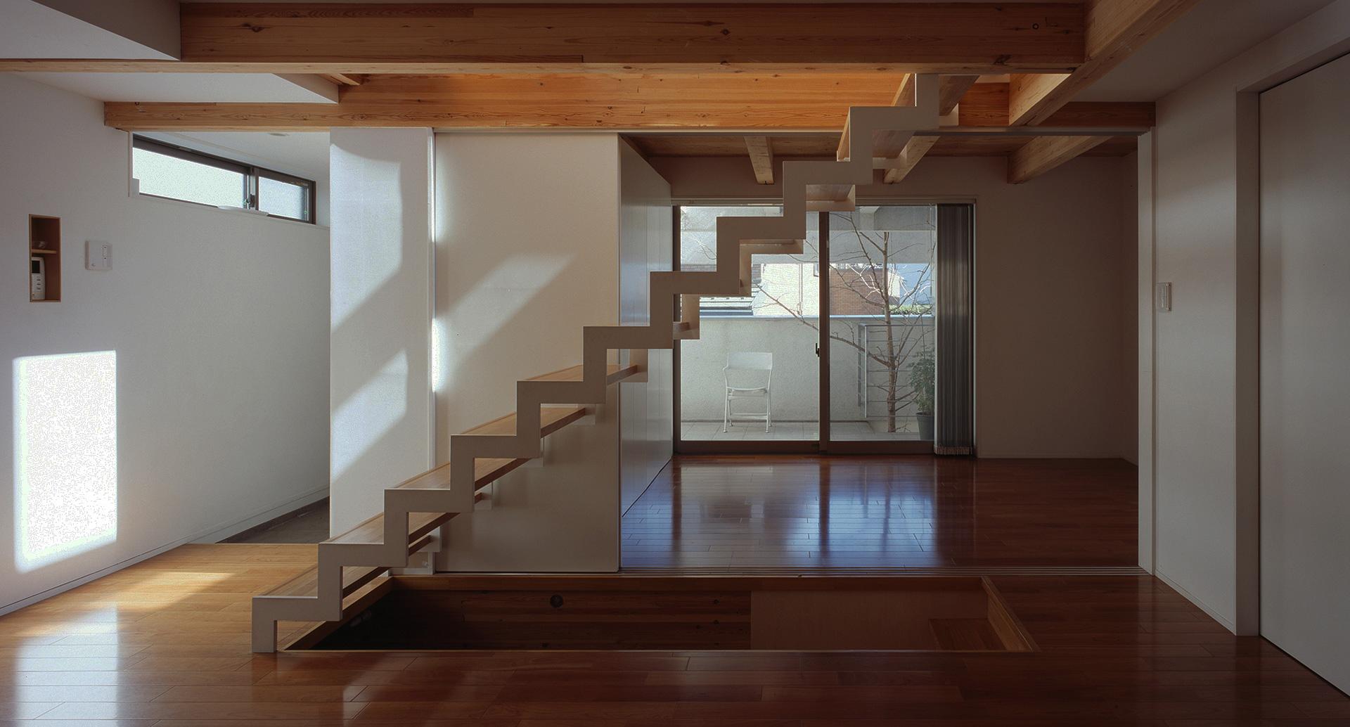SUHACOのシンプルな家のリビングの内観:シンプルな暮らしの間取り